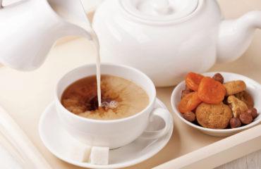 Чай с молоком - за и против